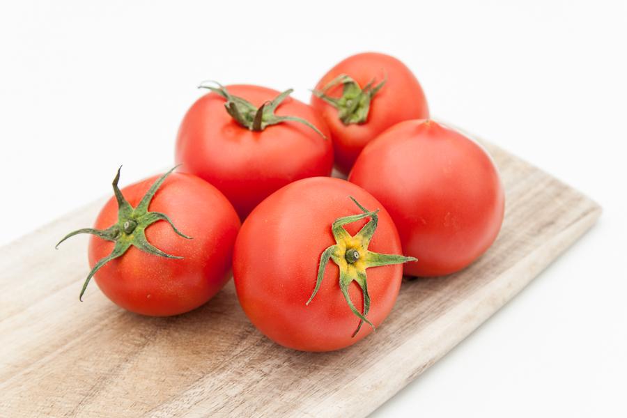 Svež organski paradajz (na meru/1kg)